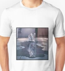 Cat wants to be a tiger ! Unisex T-Shirt