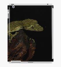 A Modelling Leaf Tail Gecko iPad Case/Skin