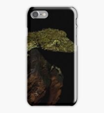 A Modelling Leaf Tail Gecko iPhone Case/Skin