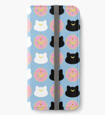 Artemis, Luna, and Brooch Pattern iPhone Wallet