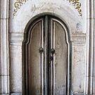 Small double door by Roberta Angiolani