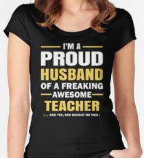 Ich bin ein stolzer Ehemann eines aufregenden ehrfürchtigen Lehrers. Tailliertes Rundhals-Shirt