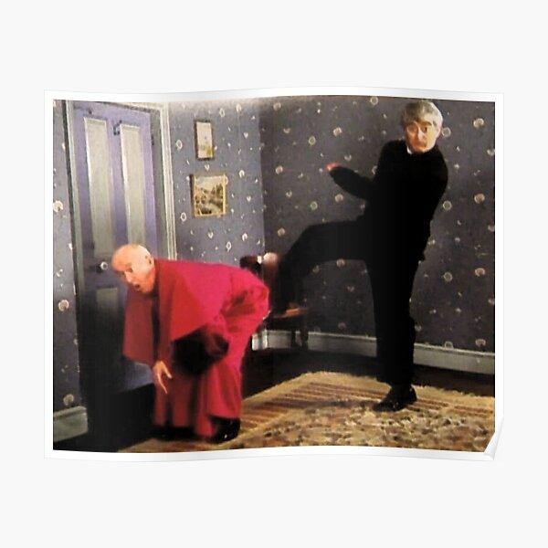 Père Ted - Photo encadrée de l'évêque Brennan se faisant botter le cul Poster