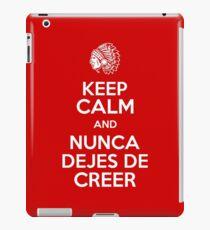 Keep Calm and Nunca Dejes De Creer iPad Case/Skin