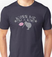 Kuss (kiss) me in a New Zealand accent I'm a KIWI T-Shirt