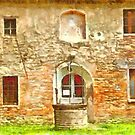 Pieve di Tho: well building and windows by Giuseppe Cocco
