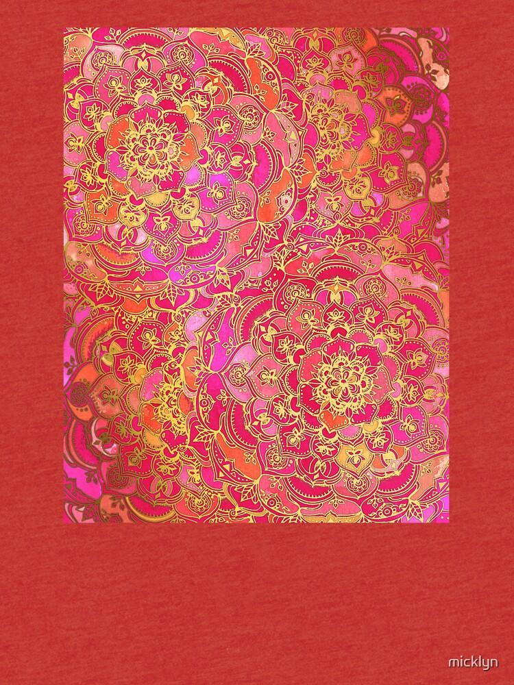 Pink und Gold Barock Blumenmuster von micklyn