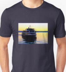 """Karlsruhe"" approaching Meersburg Harbour T-Shirt"