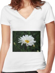 Daisy Women's Fitted V-Neck T-Shirt