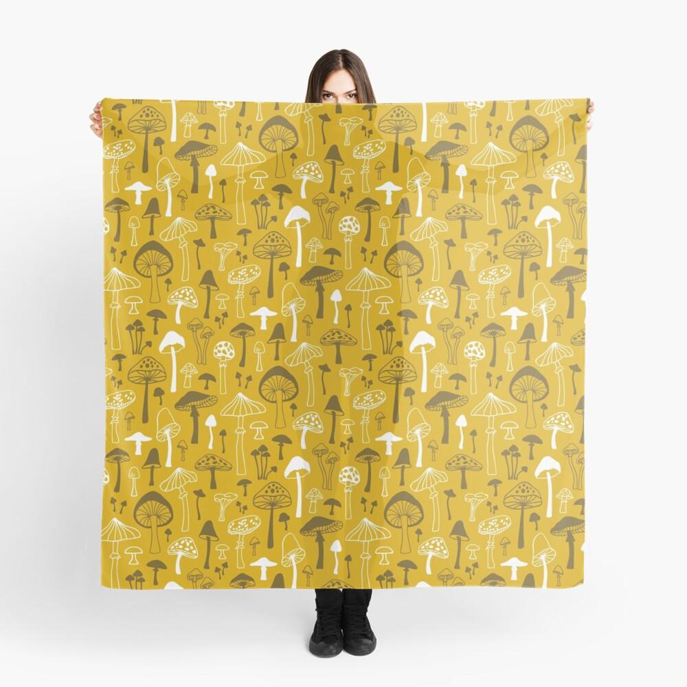 Pilze in Gelb Tuch