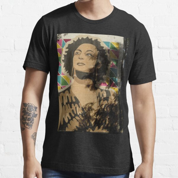 Graphite painting with the face of the murdered councilwoman Marielle Franco, in Brazil. Essential T-Shirt