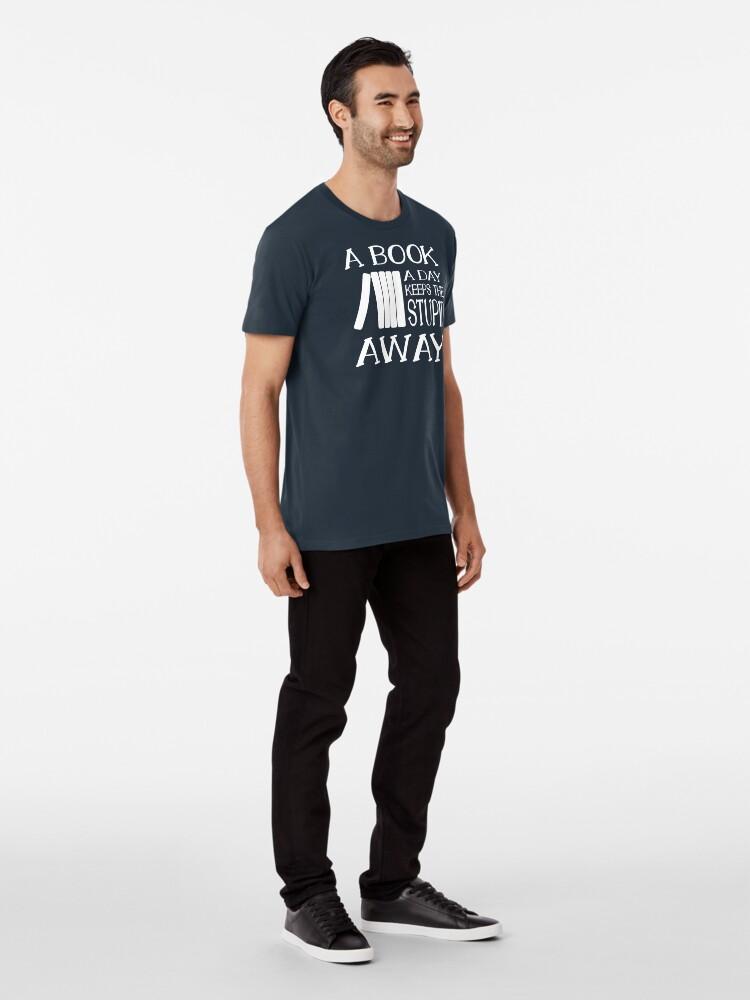 Alternative Ansicht von A book a day keeps the stupid away Premium T-Shirt
