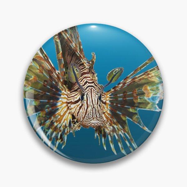 Feuerfisch | Schwebender Fisch auf blauem Hintergrund |  Button