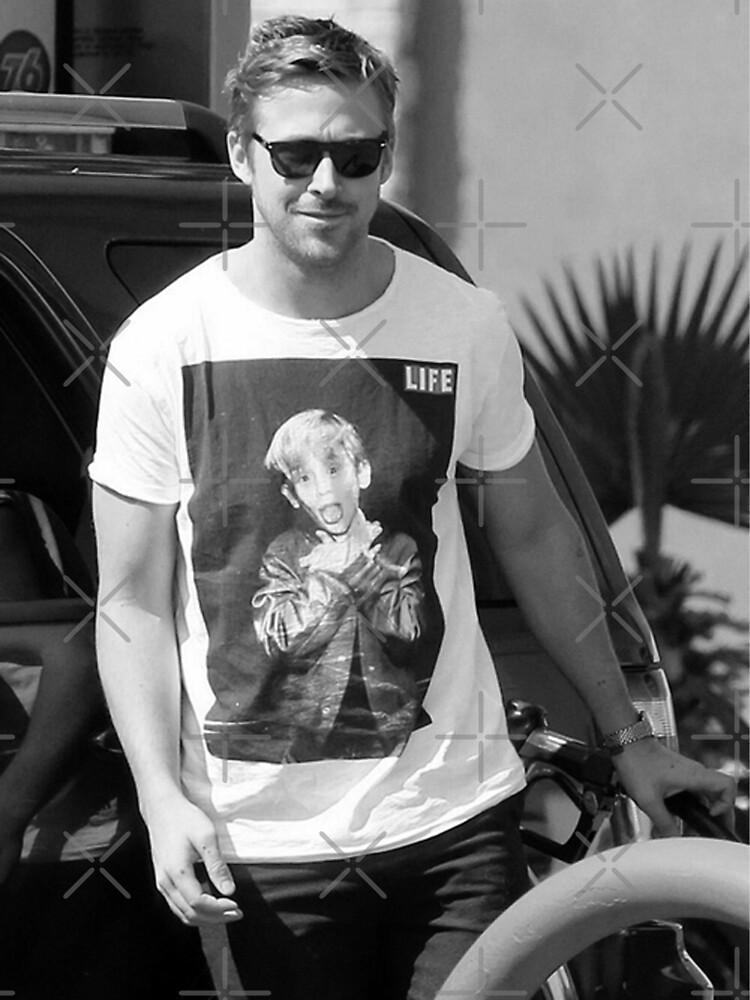 Ryan Gosling wearing Macaulay Culkin  shirt shirt | Unisex T-Shirt