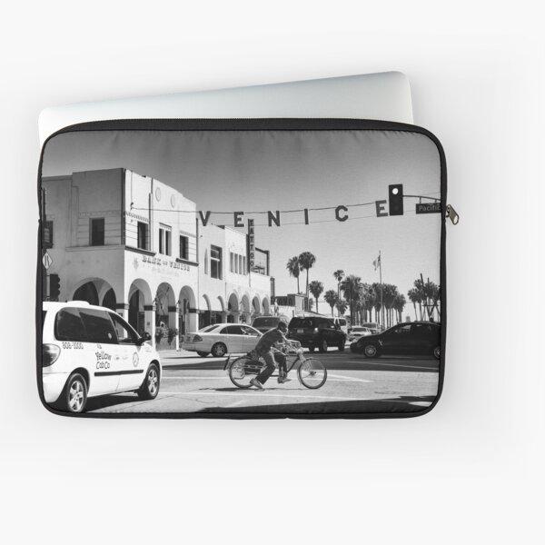 Cruising Pacific Avenue - Venice Beach California USA Laptop Sleeve