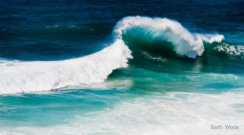 The Wave - North Stradbroke Island Qld Australia by Beth  Wode