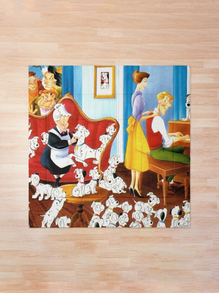 Alternate view of The 101 dalmatians family ... Comforter