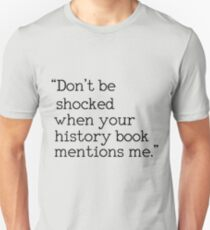 """Sei nicht geschockt, wenn dein Geschichtsbuch mich erwähnt."" Slim Fit T-Shirt"