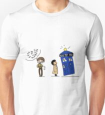 Castiel and the Doctor - the angel has the phone box T-Shirt