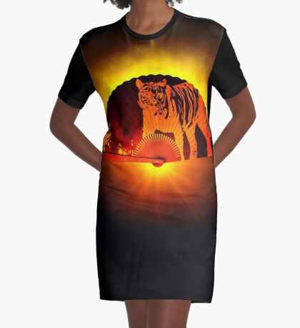 Asian subjects; Motive: Tiger Graphic T-Shirt Dress
