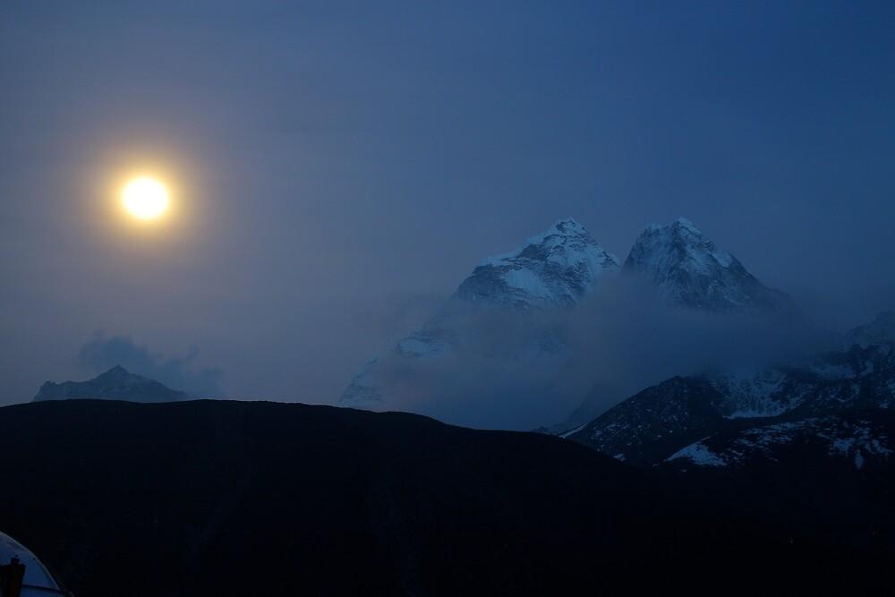 midnight moon by roibrandeis