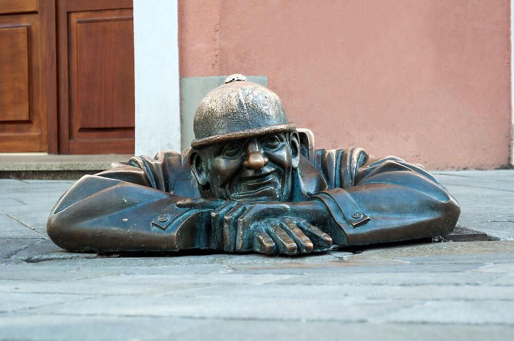 Cumil, Bratislava statue. by FER737NG