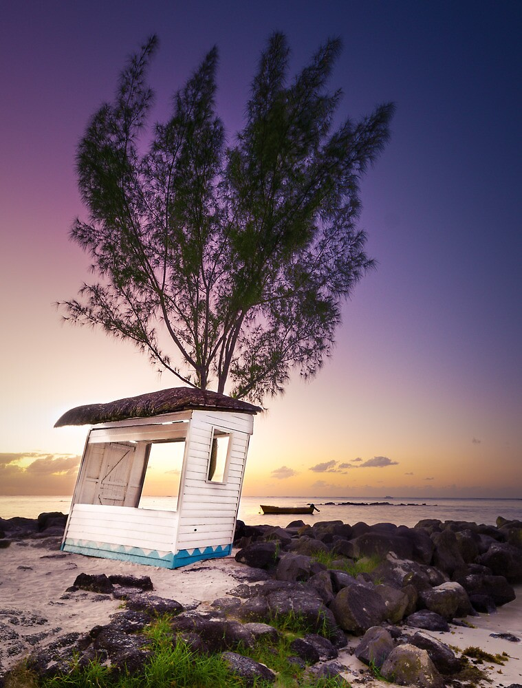 Hut on the beach by Oliver Koch