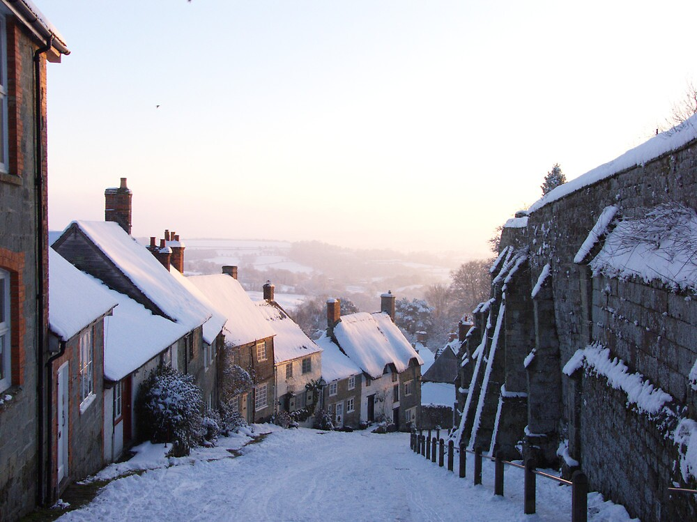 Gold Hill - Shaftesbury, Dorset in Winter by shaftesburytown