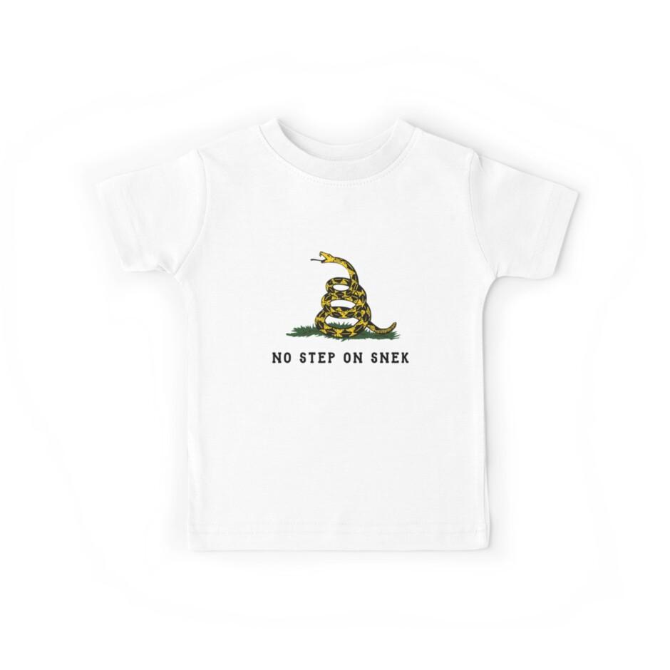 Kein Schritt auf Snek-Schlangen-T-Shirt von Dumb Shirts