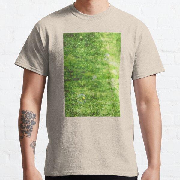 Dancing in the rain Classic T-Shirt