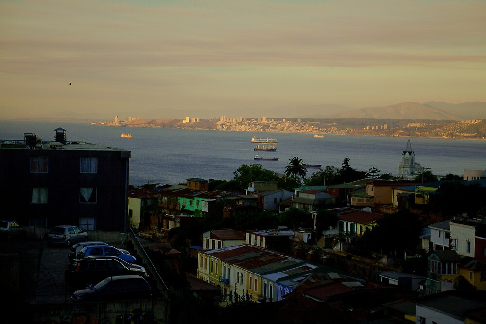 Sunset over Valparaiso by elisehendrick