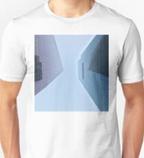 Camiseta unisex 4:37, Looking up at the city