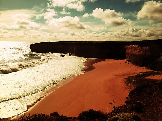 The Great Ocean Road by Mimi Huang