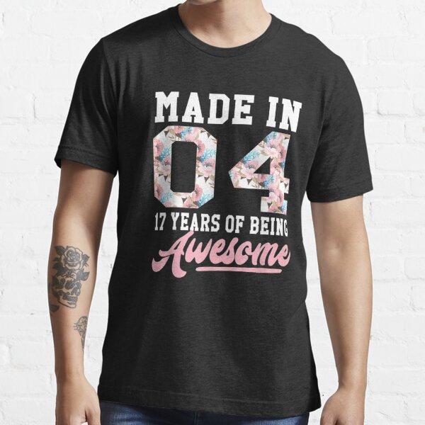 17 años de edad, niñas, adolescentes, regalo para el cumpleaños número 17, nacido en 2004, camiseta unisex, hombre, mujer, día de la madre para ella, él Camiseta esencial