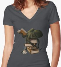 Well-Read Octopus Women's Fitted V-Neck T-Shirt