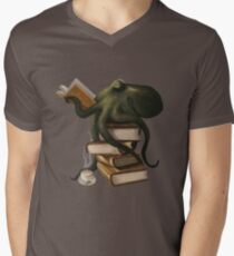 Well-Read Octopus Men's V-Neck T-Shirt