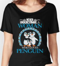 Penguins - Never Underestimate A Woman Who Loves Penguin Women's Relaxed Fit T-Shirt