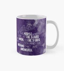 Ein Court of Mist & Fury - Zu den Leuten, die die Sterne betrachten ... Tasse (Standard)