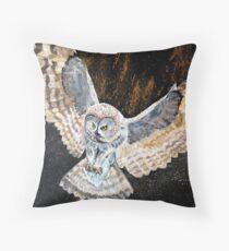 Swooping owl Throw Pillow