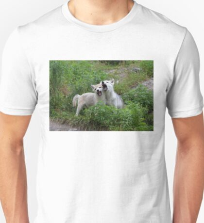 Howling good time - Arctic wolf pups T-Shirt