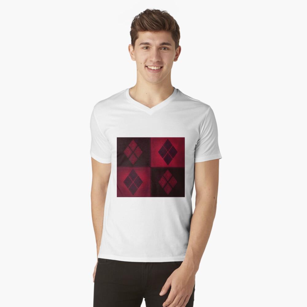 Patchwork Red & Black Leder Effekt Motley mit Diamant Patches 3 T-Shirt mit V-Ausschnitt