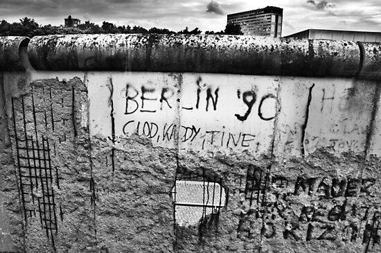 Berlin Wall Black&White by Otilio