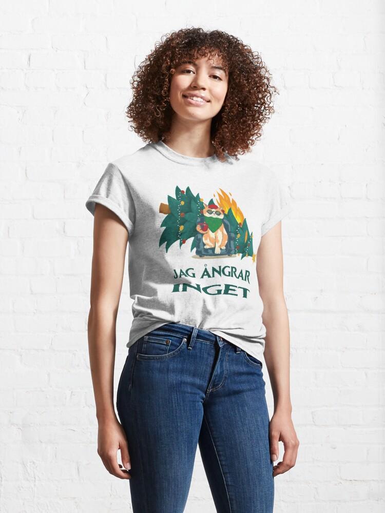 Alternative Ansicht von  jag ångrar inget // Ich bereue nichts - Schwedisch Weihnachtsmotiv mit Katze und brennendem Christbaum Classic T-Shirt