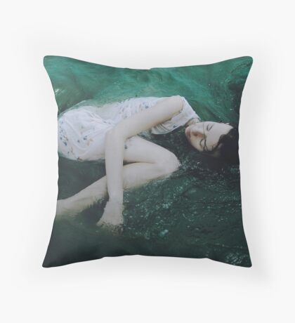 And the ocean loved her back Throw Pillow