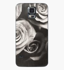 Medium format analog black and white photo of white rose flowers Case/Skin for Samsung Galaxy