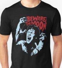 Vorsicht vor dem Mond Slim Fit T-Shirt