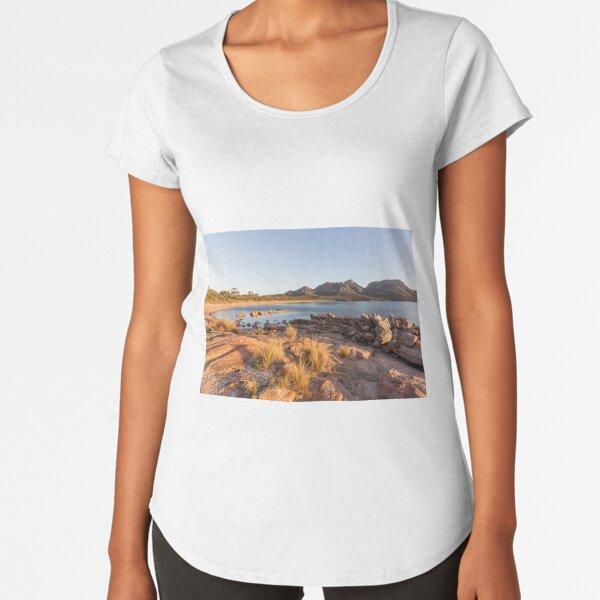 Coles Bay Beach , Tasmania Premium Scoop T-Shirt