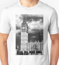 Storm Clouds Gather over Big Ben and the Houses of Parliament T-Shirt