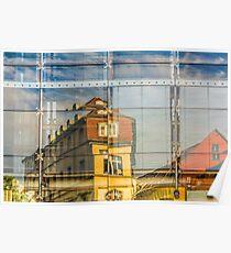 Gebäude spiegeln sich in Glasfront Poster