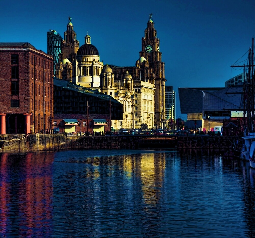 albert dock at night by suzydoodle